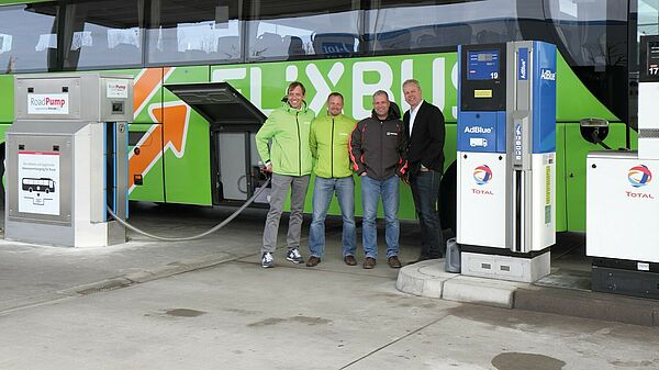 Thorsten Schlüter with the employees of FlixBus and Vogelsang