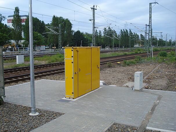CabinetUnit by Vogelsang - Supply and disposal station in a cabinet design